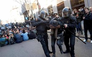 Los Mossos evitan que los CDR ocupen la sede de la Fiscalía de Cataluña