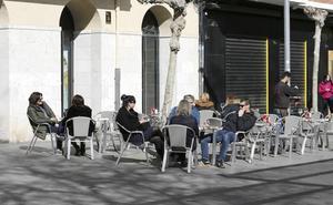 Los hosteleros de Palencia exigen que se agilice la ordenanza para unificar las terrazas