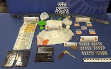 Desmantelado un punto de venta de drogas de diseño y viagras ilegales en la Circular