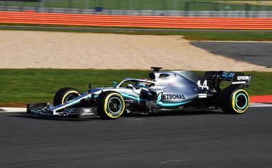 Mercedes desata a la bestia: el W10 da miedo