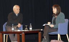 El periodista Juan Cruz, en el ciclo 'Cronistas del Siglo XXI' en el Teatro Calderón