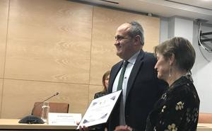 El catedrático de la USAL Nicolás Rodríguez recibe un premio por la lucha contra la corrupción