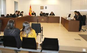 Condenan a una cuidadora y a su hija a tres años y medio de cárcel por estafar 76.900 euros a un anciano en Palencia