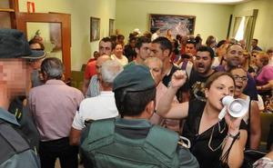 Fiscalía pide un año de cárcel por el bofetón al alcalde de Valdestillas durante el pleno de moción de censura