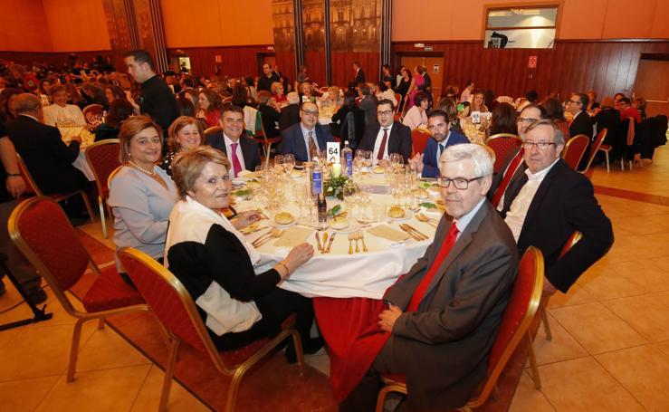 Salamanca muestra su solidaridad en la cena de AECC (II)