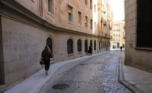 La céntrica calle Especias cambiará el pavimento y la «obsoleta» conducción de agua y alcantarillas