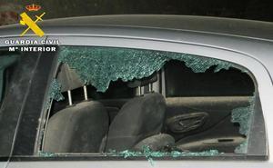 La Guardia Civil detiene a dos hombres por causar destrozos en vehículos y mobiliario urbano en Arévalo