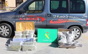 Detenido con casi diez kilos de marihuana ocultos en dos grandes maletas en una furgoneta
