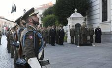 Homenaje a la bandera en el Palacio Real de Valladolid