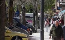 Choque entre un autobús y un turismo en la calle Obispo Quesada de Segovia