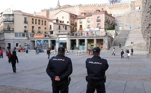 Una turista fotografía a la ladrona que le roba la cartera en Segovia