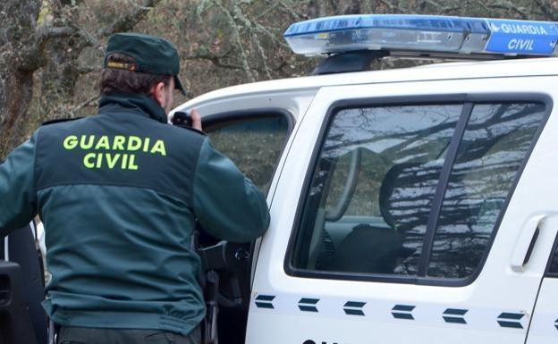 Detienen a un hombre en Bembibre por promover el secuestro de sus hijos de 2 y 6 años