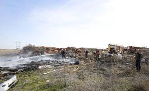 Los bomberos apagan numerosas ruedas quemadas en Vistahermosa que causaron una gran humareda