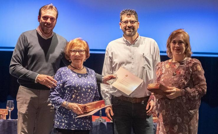 Entrega de diplomas de las muestras de Teatro Vecinal y de Cultura Tradicional