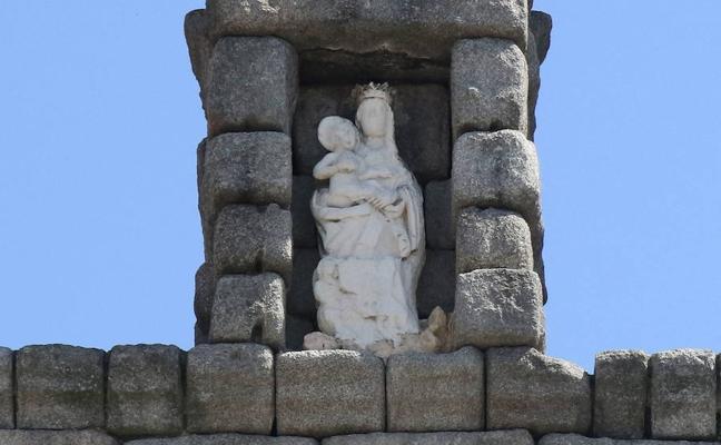 5eb5bb13896 Colocar el andamio en el Acueducto para restaurar la Virgen costará 6.900  euros