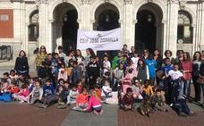 Escolares del José Zorrilla bailan por la igualdad con un 'flashmob' en la Plaza Mayor