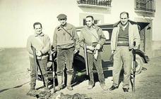 La Casa Revilla muestra a través de 40 fotos la pasión de Miguel Delibes por la caza