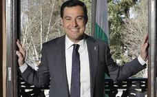 Juan Manuel Moreno: «Al bloque del PP, Ciudadanos y Vox se le puede llamar el de los constitucionalistas»