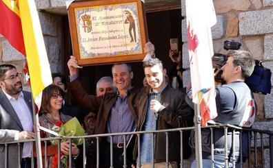 Navalacruz rinde homenaje al patinador Javier Fernández