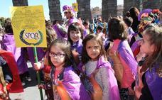 Los desfiles escolares descorchan el carnaval en Segovia