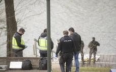 Los Bomberos rescatan el cadáver de un hombre del río Pisuerga, a la altura del barrio vallisoletano de la Rondilla