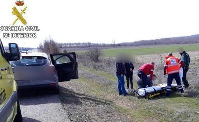 La Guardia Civil auxilia a una mujer que rompió aguas en pleno viaje entre Cistierna y León
