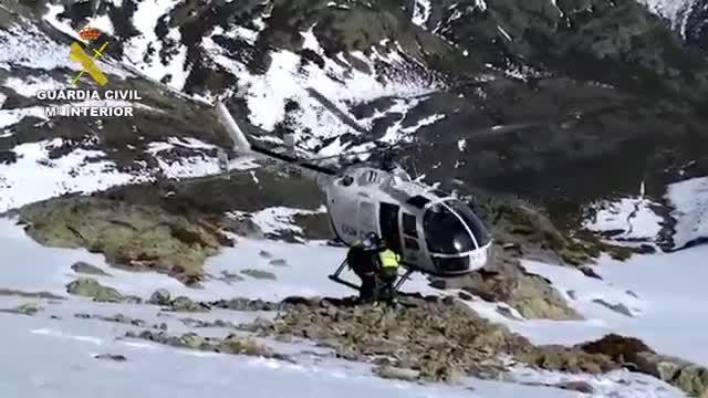 Rescatan en helicóptero a una esquiadora que se lesionó en el Pico Murcia de Palencia