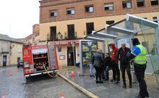 El fuego y el humo destruyen la cocina del bar Correos, en pleno casco histórico de Segovia