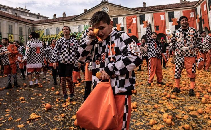 Batalla de naranjas en el carnaval de Ivrea