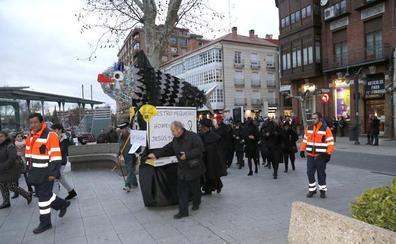 El Entierro de la Sardina de Palencia se convierte en un homenaje a Jesús Paredes