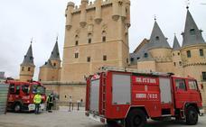 Los equipos de emergencias evacúan a cerca de 200 personas del Alcázar en 25 minutos