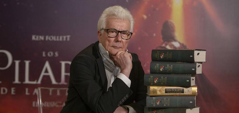 Vídeo: Ken Follet presenta en Madrid el musical 'Los pilares de la Tierra'