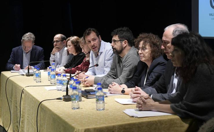 Óscar Puente participa en la asamblea de vecinos del barrio de Pajarillos