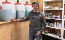 Un masajista reconvertido en vendedor de detergente al peso