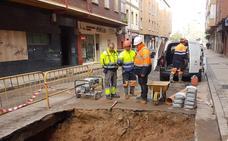 Restablecen el suministro de agua en la calle Joaquín María Jalón de Valladolid