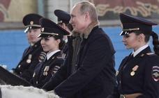 Flores y regalos para las mujeres rusas pero escasa movilización reivindicativa en el Día de la Mujer