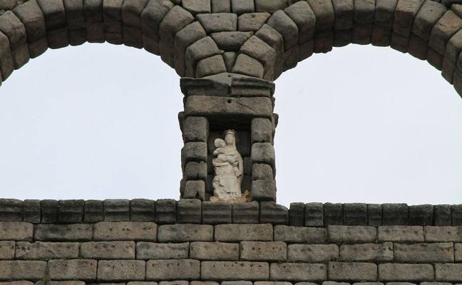 f18b1d1be2c El andamiaje para retirar la Virgen del Acueducto se instalará el lunes