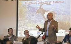El biólogo Juan Delibes defiende en Salamanca que la caza es «absolutamente necesaria»