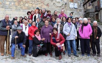 Sencillo homenaje en Mogarraz a las que han sido, son y serán bordadoras serranas