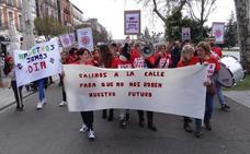 Trescientas trabajadoras de Valladolid protestan contra el ERE en los supermercados DIA