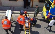 Los Bomberos rescatan a un hombre en Valladolid que se subió a un desván y sufrió una lumbalgia