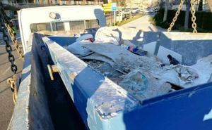 Denunciado en Valladolid por transportar un contenedor de escombros sin sujeción