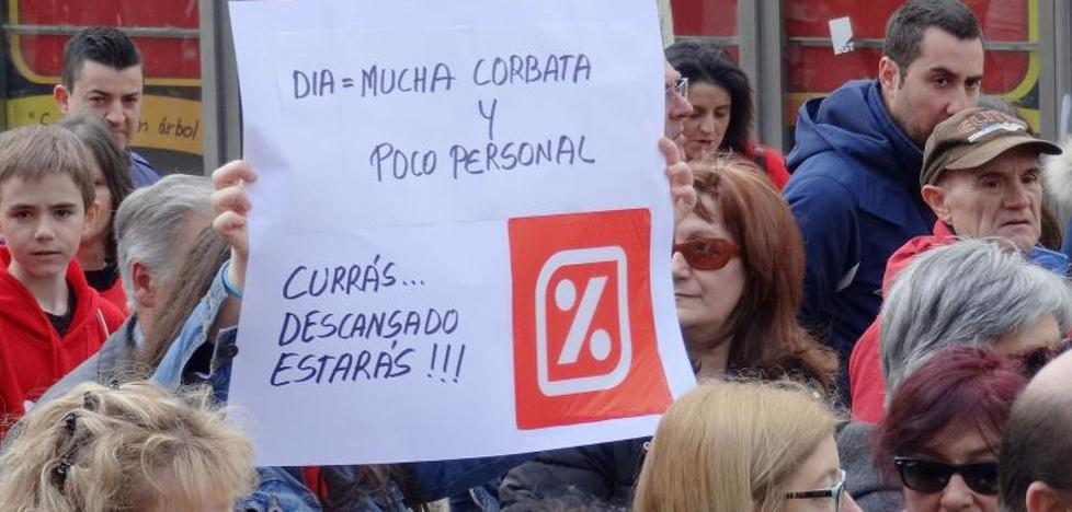 CC OO mantiene las protestas callejeras contra los despidos anunciados por el Grupo DIA