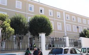 Muere un menor tras precipitarse desde un tercer piso de un colegio en Badajoz