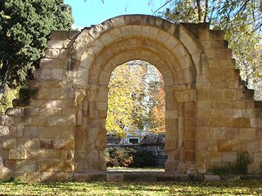 Los restos de la iglesia abulense de San Isidoro se quedarán en el Retiro de Madrid