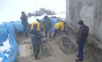 Asistió a la exhumación de los restos de su abuelo pero murió antes de que el ADN lo confirmara