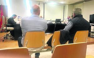 Los dos acusados de dejar morir a casi 3.000 gallinas en Palencia se culpan mutuamente