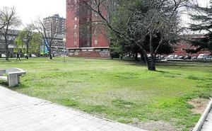 El barrio de Pan y Guindas de Palencia critica la deficiente accesibilidad y la mala iluminación