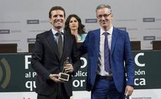 Pablo Casado recibe en la UEMC el Premio al Personaje Público de Castilla y León que mejor comunica