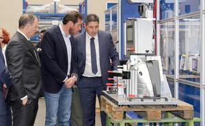 Óscar Puente visita Industrias Maxi en Valladolid, un «referente» de la ingeniería integral, por su 50 aniversario